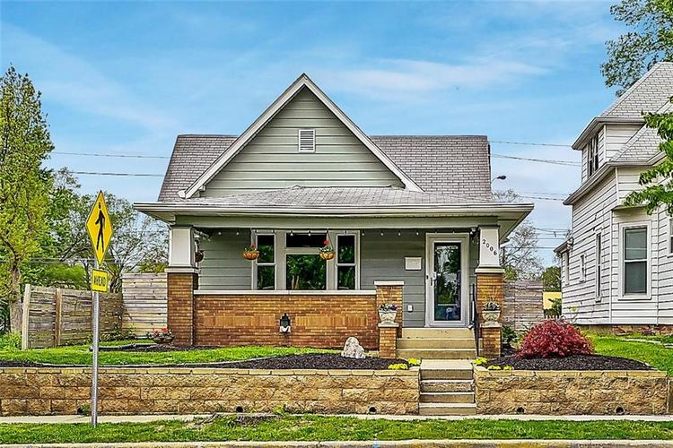 2006 E 10th Street Indianapolis IN 46201 | MLS 21709685 | photo 2