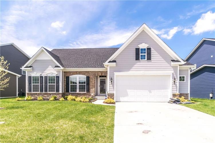 11984 Eagleview Drive Zionsville IN 46077 | MLS 21709692 | photo 1