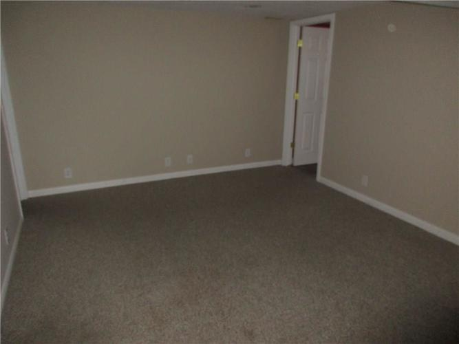 1709 Shannon Court Columbus IN 47203 | MLS 21709732 | photo 10