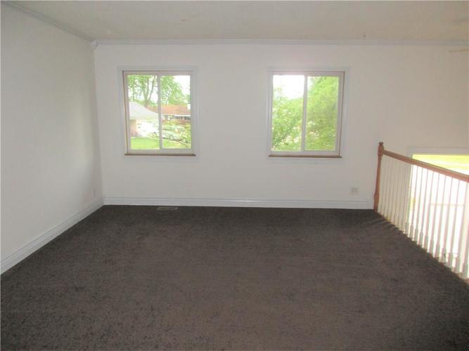 1709 Shannon Court Columbus IN 47203 | MLS 21709732 | photo 2