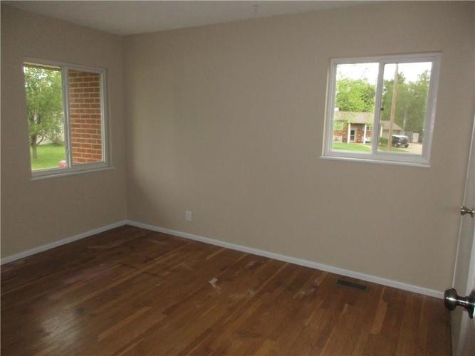 1709 Shannon Court Columbus IN 47203 | MLS 21709732 | photo 8
