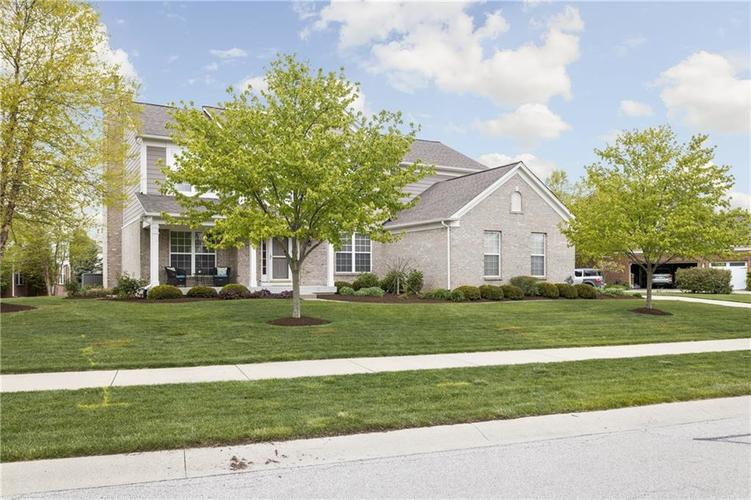 4876 Pebblepointe Pass Zionsville IN 46077 | MLS 21709815 | photo 2