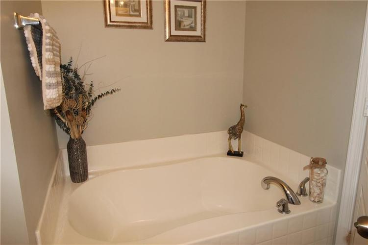 1851 Silverberry Drive Indianapolis IN 46234 | MLS 21709853 | photo 15