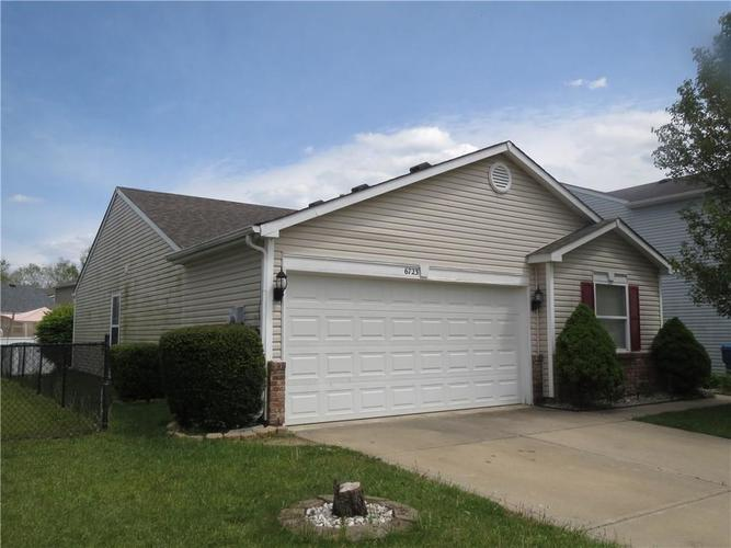 6723 Waverhill Drive Indianapolis IN 46217 | MLS 21709858 | photo 2
