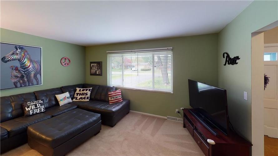 8055 Wallingwood Drive Indianapolis IN 46256 | MLS 21709928 | photo 6