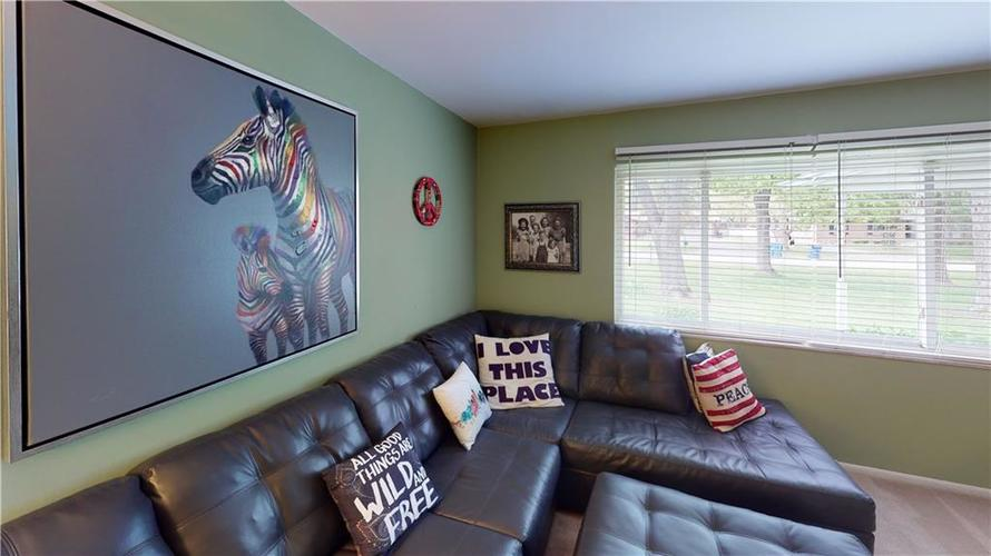 8055 Wallingwood Drive Indianapolis IN 46256 | MLS 21709928 | photo 7