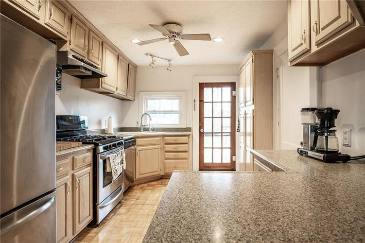 6407 BROADWAY Street Indianapolis IN 46220 | MLS 21710076 | photo 12