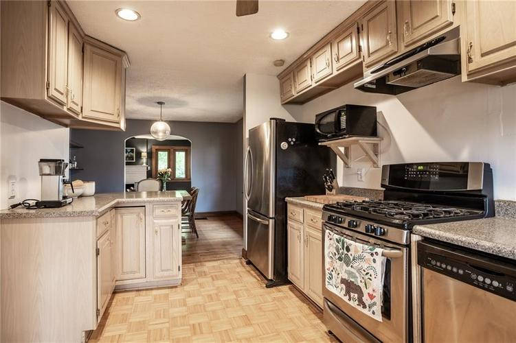 6407 BROADWAY Street Indianapolis IN 46220 | MLS 21710076 | photo 14