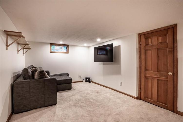6407 BROADWAY Street Indianapolis IN 46220 | MLS 21710076 | photo 25