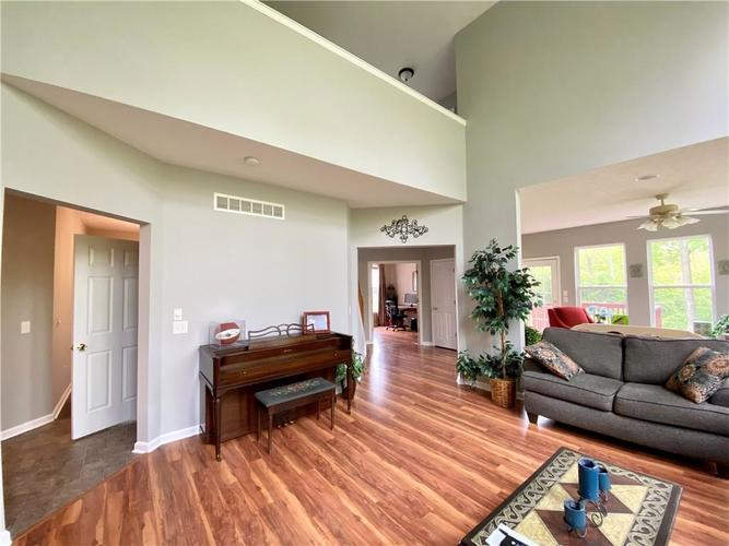 9743 Trevia Drive Indianapolis IN 46236 | MLS 21710094 | photo 15