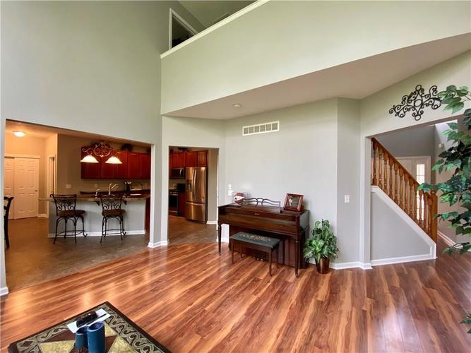9743 Trevia Drive Indianapolis IN 46236 | MLS 21710094 | photo 16