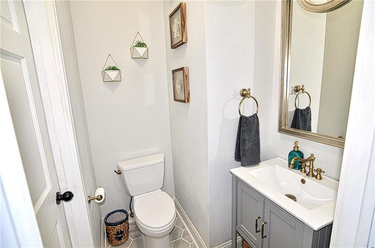 225 E 11th Street Indianapolis IN 46202 | MLS 21710099 | photo 27