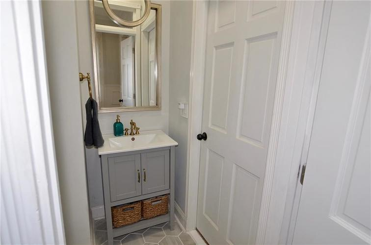 225 E 11th Street Indianapolis IN 46202 | MLS 21710099 | photo 28