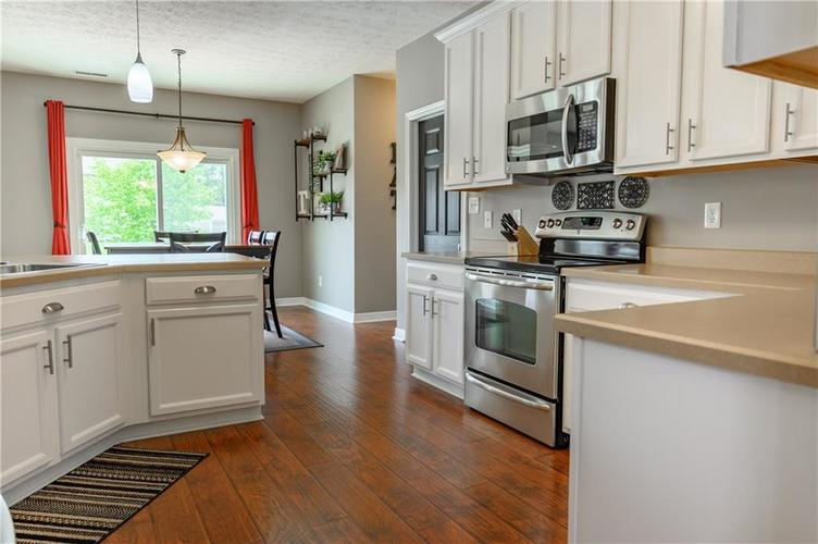 8127 Grassy Meadow Court Indianapolis IN 46259   MLS 21710227   photo 15