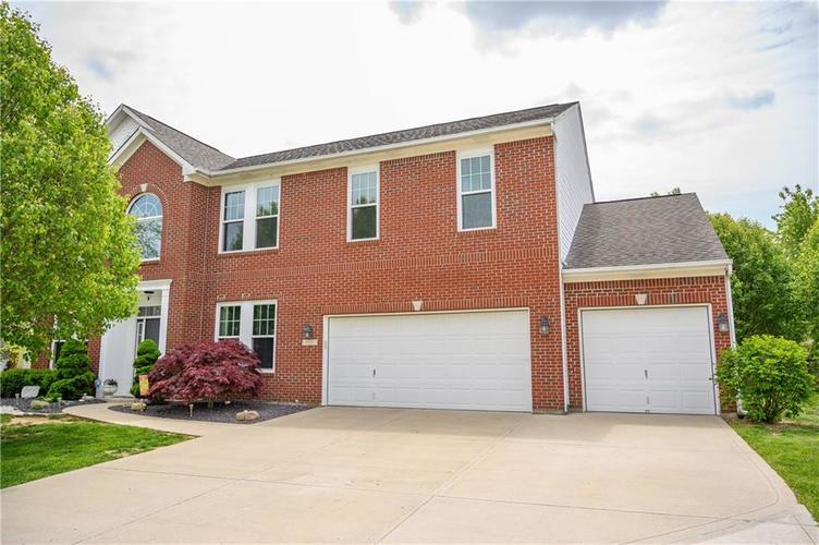 8127 Grassy Meadow Court Indianapolis IN 46259   MLS 21710227   photo 2