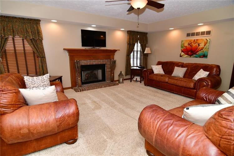 3343 Yorkshire Drive Greenwood IN 46143 | MLS 21710233 | photo 12