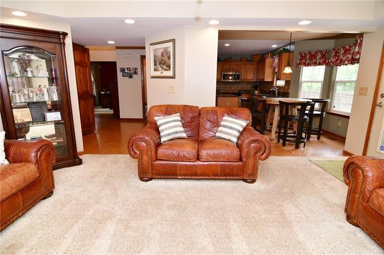 3343 Yorkshire Drive Greenwood IN 46143 | MLS 21710233 | photo 16