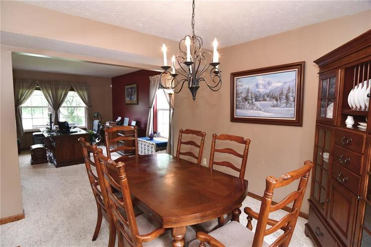 3343 Yorkshire Drive Greenwood IN 46143 | MLS 21710233 | photo 18