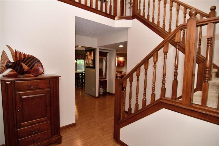 3343 Yorkshire Drive Greenwood IN 46143 | MLS 21710233 | photo 2