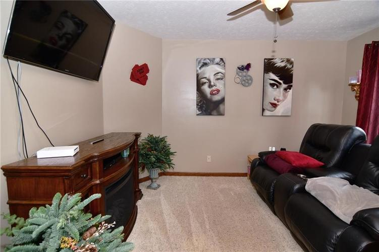 3343 Yorkshire Drive Greenwood IN 46143 | MLS 21710233 | photo 25