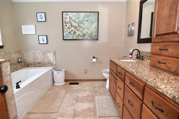 3343 Yorkshire Drive Greenwood IN 46143 | MLS 21710233 | photo 26