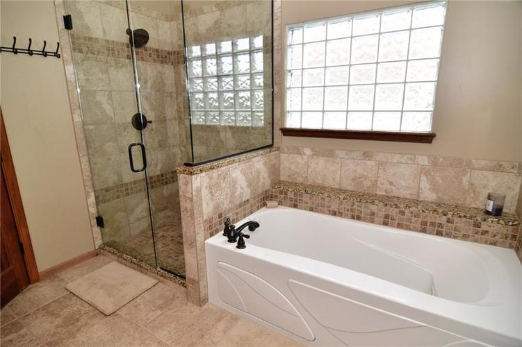 3343 Yorkshire Drive Greenwood IN 46143 | MLS 21710233 | photo 28