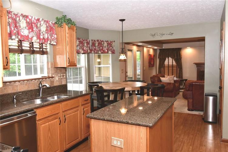 3343 Yorkshire Drive Greenwood IN 46143 | MLS 21710233 | photo 5