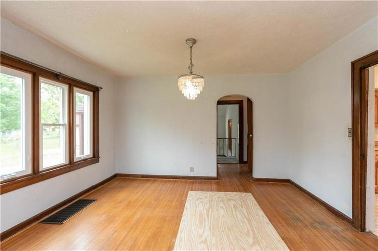 5361 Shelbyville Road Indianapolis IN 46237 | MLS 21710246 | photo 6
