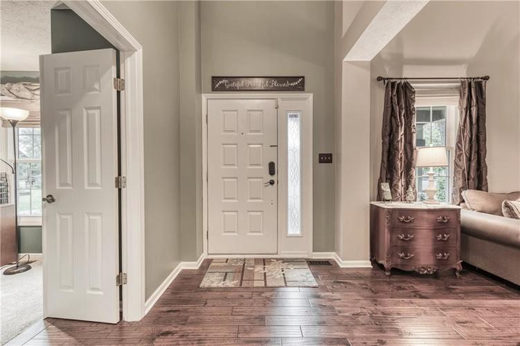 10324 DOLPHIN Lane Indianapolis IN 46256 | MLS 21710305 | photo 14
