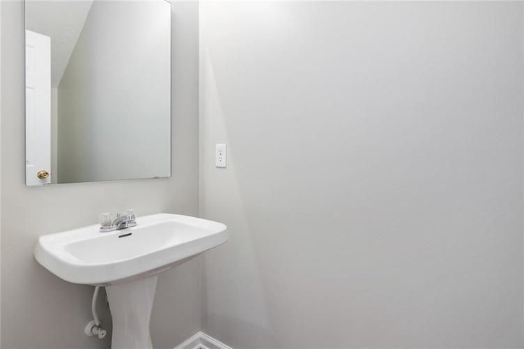 2258 CENTRAL Avenue Indianapolis IN 46205 | MLS 21710380 | photo 14