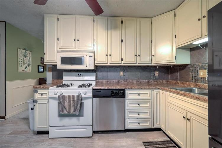 4014 E Stop 10 Road Indianapolis IN 46237 | MLS 21710473 | photo 14