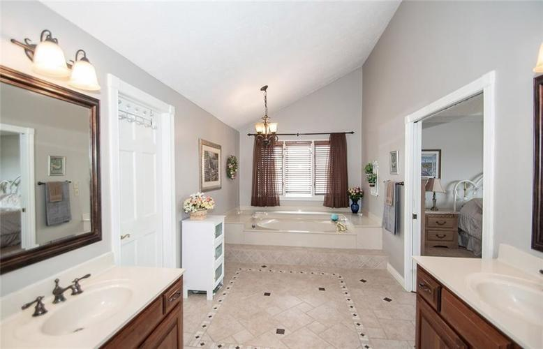 12227 Admirals Landing Boulevard Indianapolis IN 46236 | MLS 21710527 | photo 25
