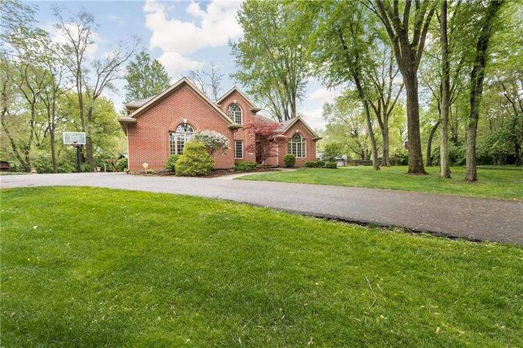 417 Spring Mill Lane Indianapolis IN 46260 | MLS 21710533 | photo 2