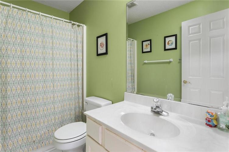 417 Spring Mill Lane Indianapolis IN 46260 | MLS 21710533 | photo 23