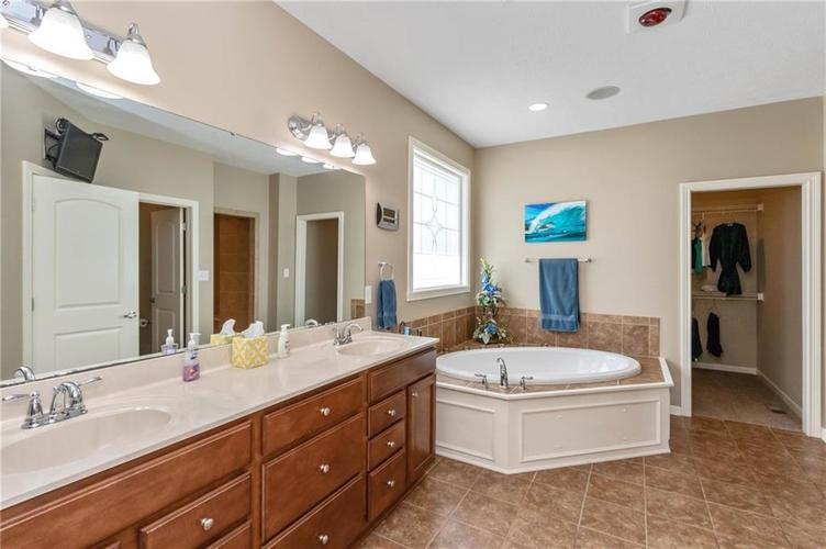 16556 Anderson Way Noblesville IN 46062 | MLS 21710564 | photo 19