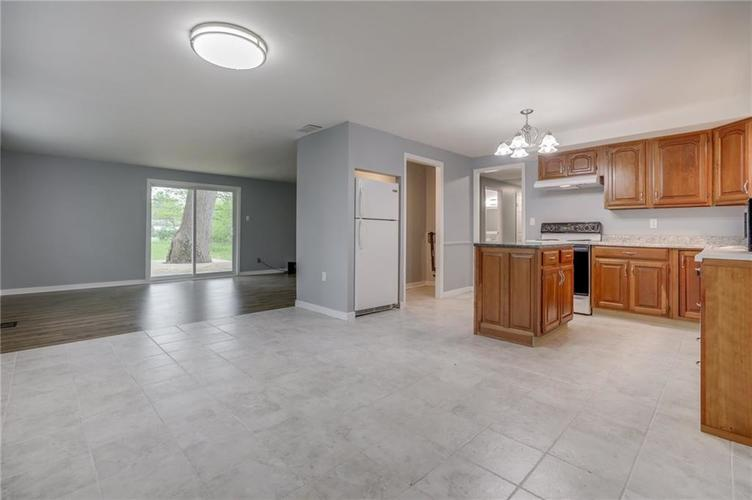 1536 W 74th Place Indianapolis IN 46260 | MLS 21710599 | photo 11