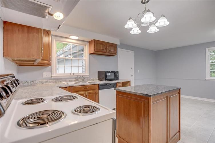1536 W 74th Place Indianapolis IN 46260 | MLS 21710599 | photo 14