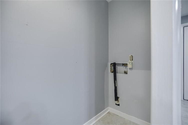 1536 W 74th Place Indianapolis IN 46260 | MLS 21710599 | photo 16