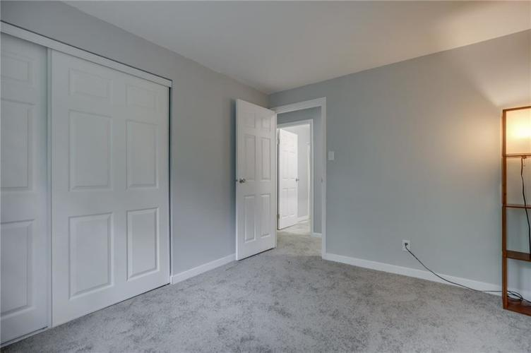 1536 W 74th Place Indianapolis IN 46260 | MLS 21710599 | photo 25