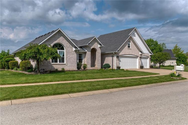 7546 Shannon Lakes Way Indianapolis IN 46217 | MLS 21710634 | photo 1