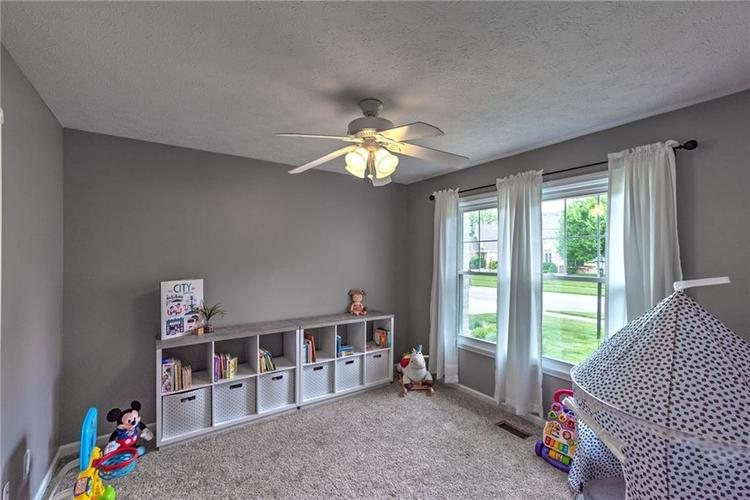 7546 Shannon Lakes Way Indianapolis IN 46217 | MLS 21710634 | photo 10