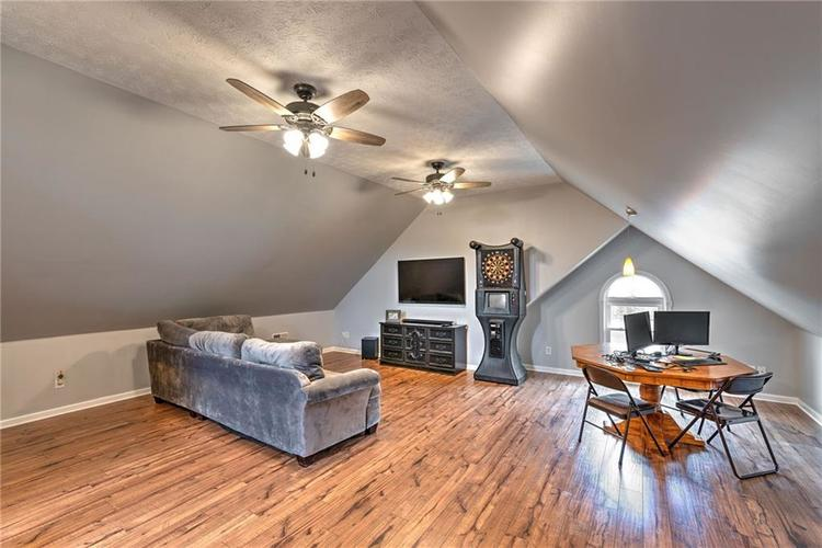 7546 Shannon Lakes Way Indianapolis IN 46217 | MLS 21710634 | photo 13