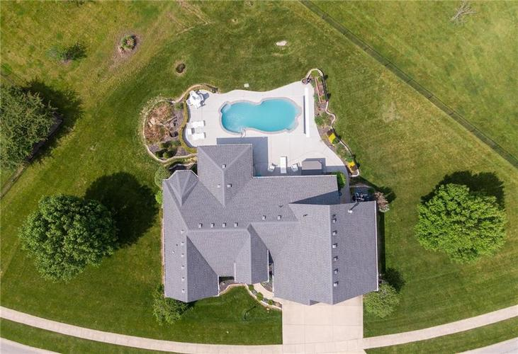 7546 Shannon Lakes Way Indianapolis IN 46217 | MLS 21710634 | photo 16