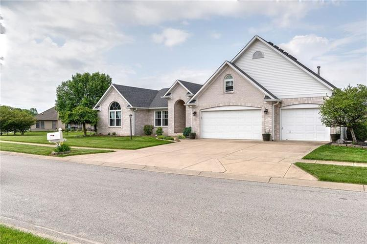 7546 Shannon Lakes Way Indianapolis IN 46217 | MLS 21710634 | photo 17