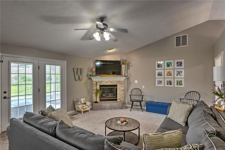 7546 Shannon Lakes Way Indianapolis IN 46217 | MLS 21710634 | photo 5