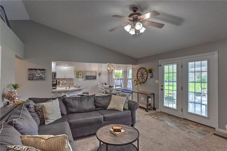 7546 Shannon Lakes Way Indianapolis IN 46217 | MLS 21710634 | photo 6