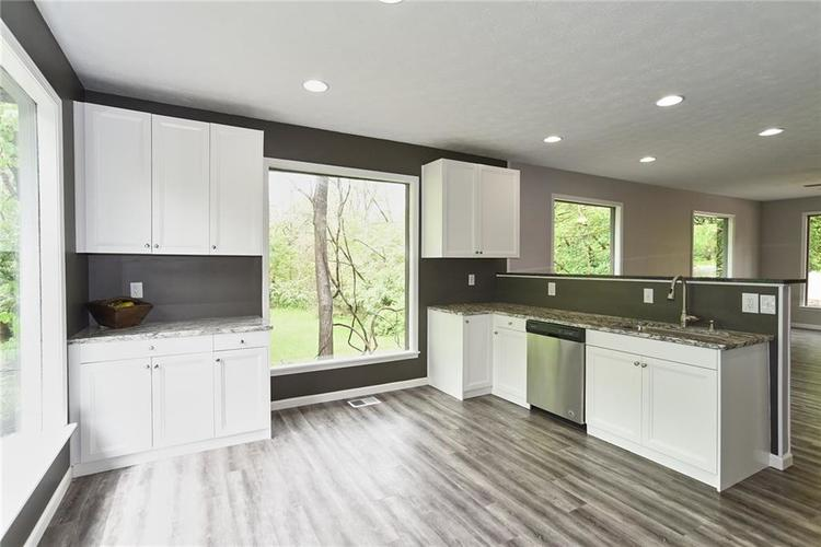 5550 N Franklin Road Indianapolis IN 46226 | MLS 21710651 | photo 10