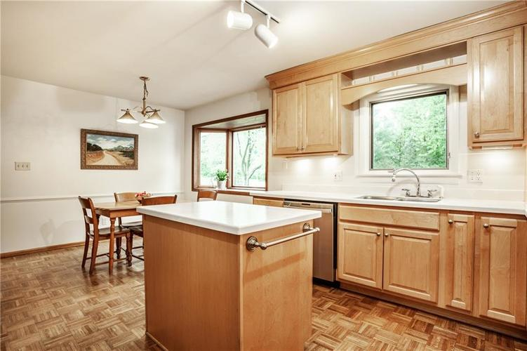8812 Dunsmuir Drive Indianapolis IN 46260 | MLS 21710752 | photo 15