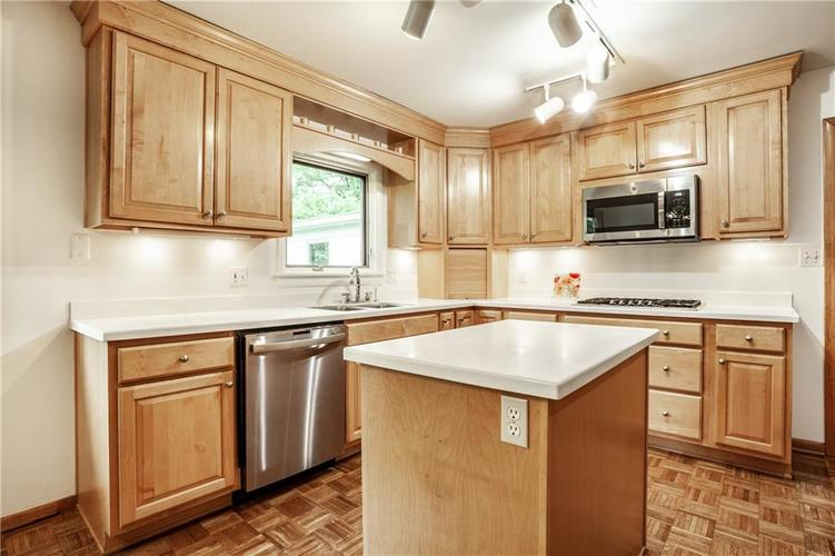 8812 Dunsmuir Drive Indianapolis IN 46260 | MLS 21710752 | photo 16