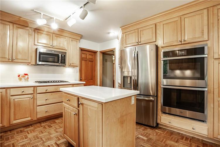 8812 Dunsmuir Drive Indianapolis IN 46260 | MLS 21710752 | photo 17